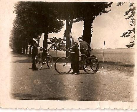 Droga przy cmentarzu pekińskim, 1953 r.