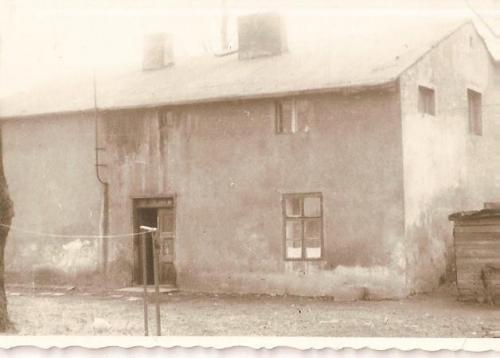 Dom z początku XIX w. zburzony po 2000 r. (znajdował się k. Stacji Orlen)