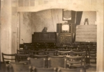 Wnętrze dawnego domu Fryczów w latach 50, w głębi  telewizor angielski