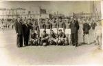 Piłkarze z Klimontowa (1. piłkarz stojacy od prawej to Marian Podgórski), lata 60-te.